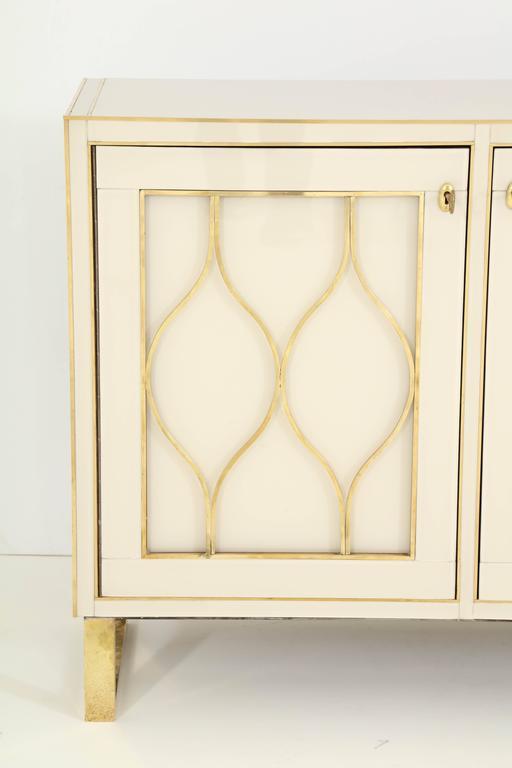 Mid-Century Italian Ivory Murano Glass Credenza with Brass Inlays 3
