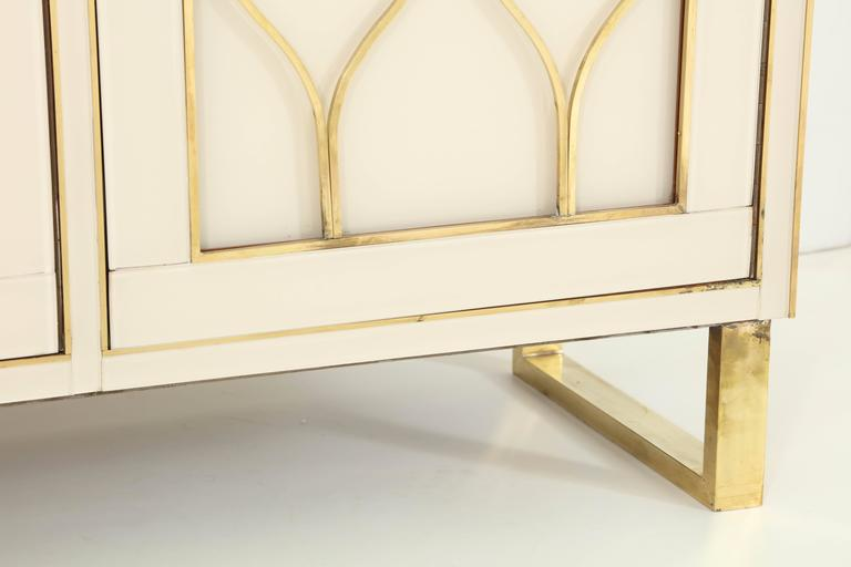 Mid-Century Italian Ivory Murano Glass Credenza with Brass Inlays 4