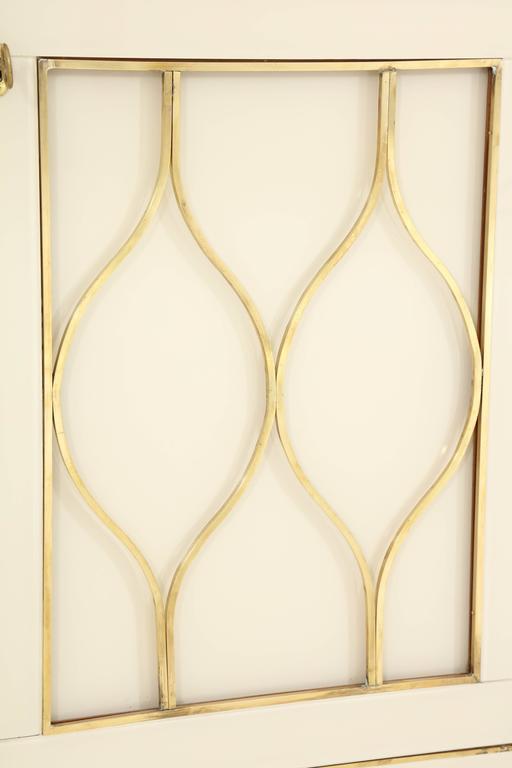 Mid-Century Italian Ivory Murano Glass Credenza with Brass Inlays 5