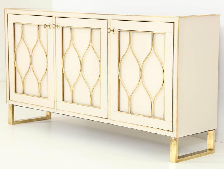Mid-Century Italian Ivory Murano Glass Credenza with Brass Inlays 8
