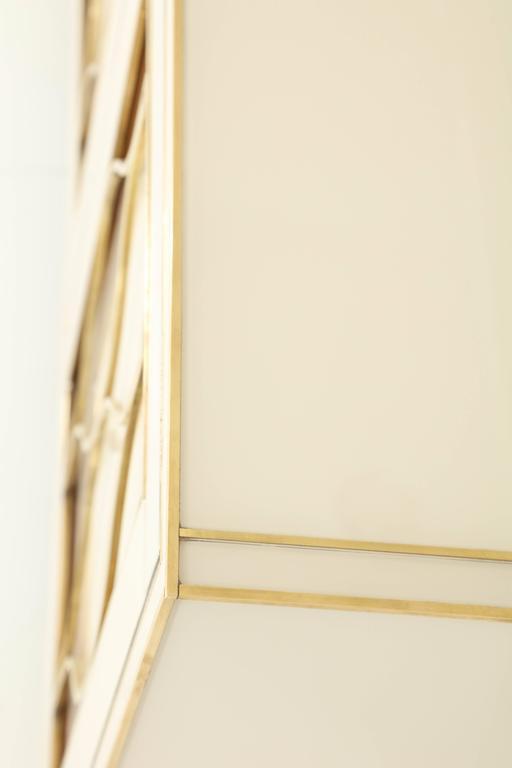 Mid-Century Italian Ivory Murano Glass Credenza with Brass Inlays 9