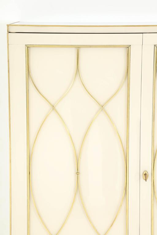 Italian Mid-Century Ivory Opaline Glass Cabinet or Bar with Brass Inlays, Italy For Sale
