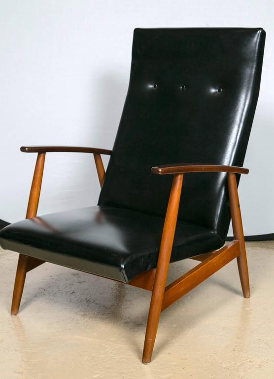 Mid-Century Modern Pair of Mid Century Modern Scandinavian Teak and Black Lounge Chairs For Sale