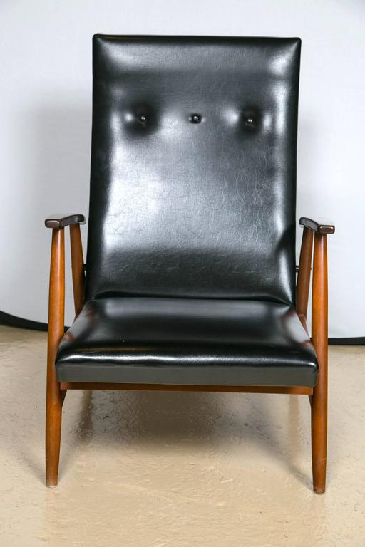 Pair of Mid Century Modern Scandinavian Teak and Black Lounge Chairs In Good Condition For Sale In Stamford, CT