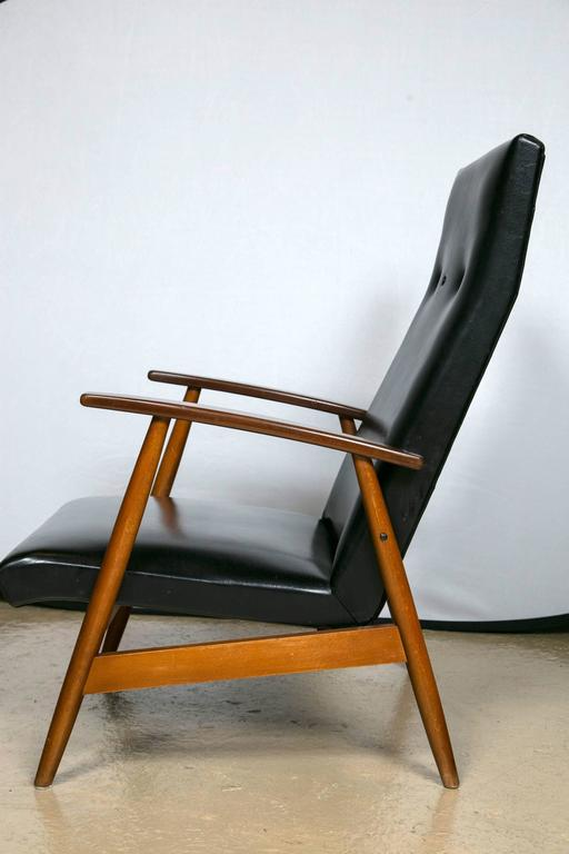 Mid-20th Century Pair of Mid Century Modern Scandinavian Teak and Black Lounge Chairs For Sale