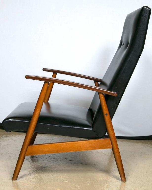 Pair of Mid Century Modern Scandinavian Teak and Black Lounge Chairs For Sale 1