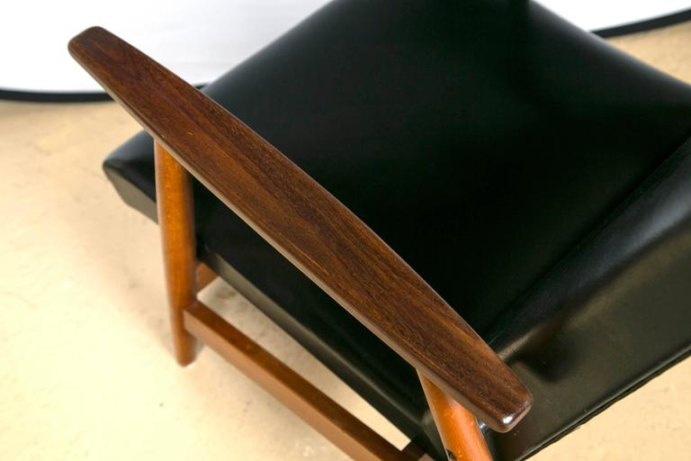 Pair of Mid Century Modern Scandinavian Teak and Black Lounge Chairs For Sale 3