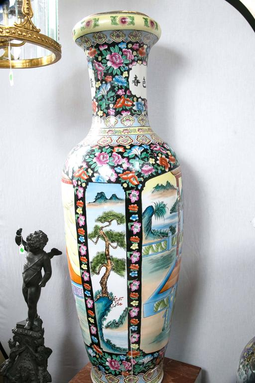 Large Pair of Chinese Porcelain Floor Vases For Sale 1