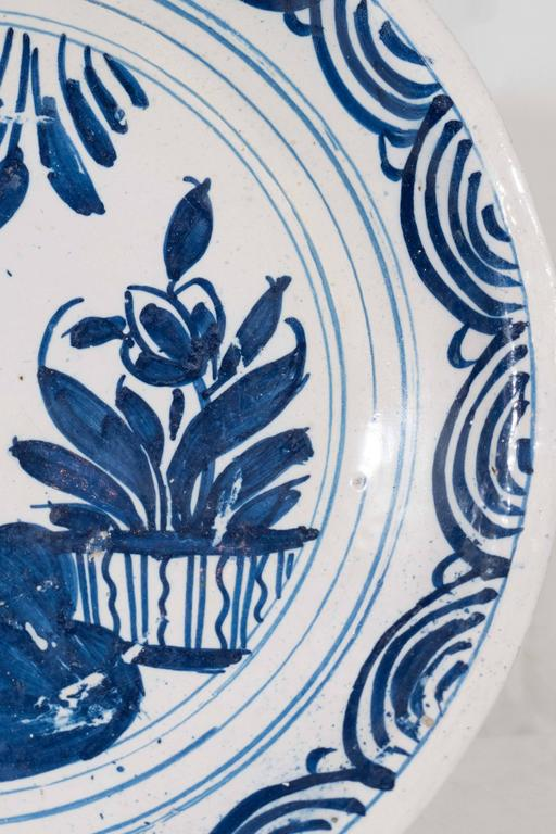 Blue and White Delft Charger Mid-18th Century In Good Condition For Sale In New York, NY