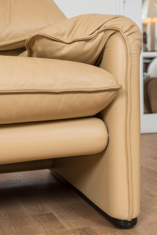 Late 20th Century Maralunga Two-Seat Sofa in Leather by Vico Magistretti for Cassina of Italy For Sale