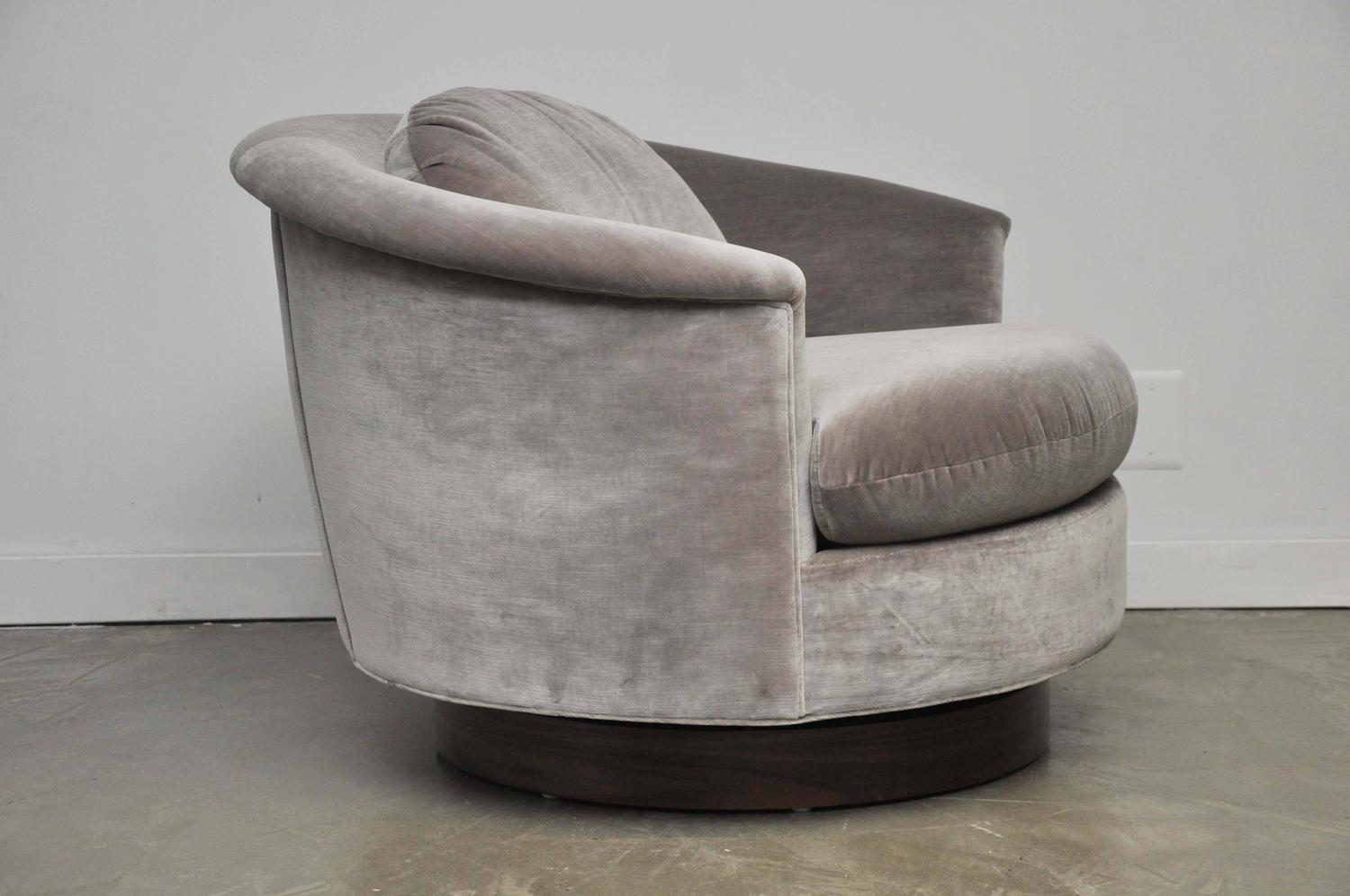 Milo Baughman Swivel Chair at 1stdibs