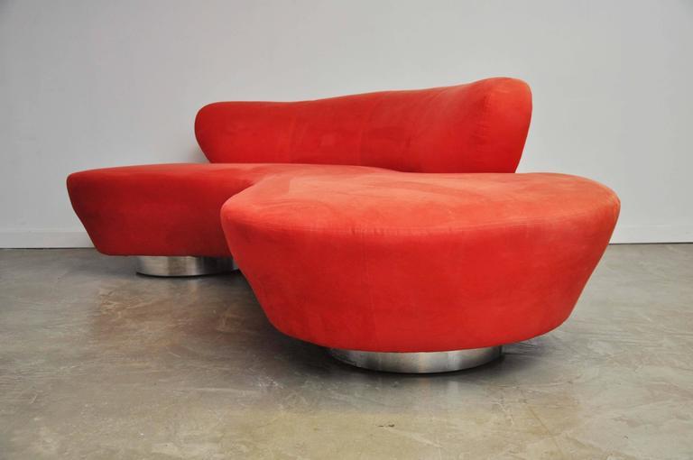 Mid-Century Modern Vladimir Kagan Serpentine Sofa on Chrome Bases For Sale