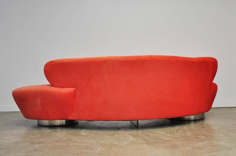 Vladimir Kagan Serpentine Sofa on Chrome Bases In Excellent Condition For Sale In Chicago, IL