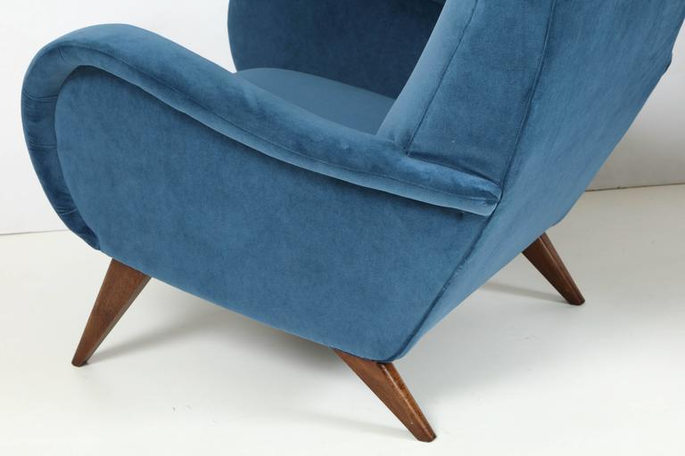 Mid-Century Modern Pair of Mid-Century Italian Marco Zanuso style Armchairs in Blue Velvet For Sale