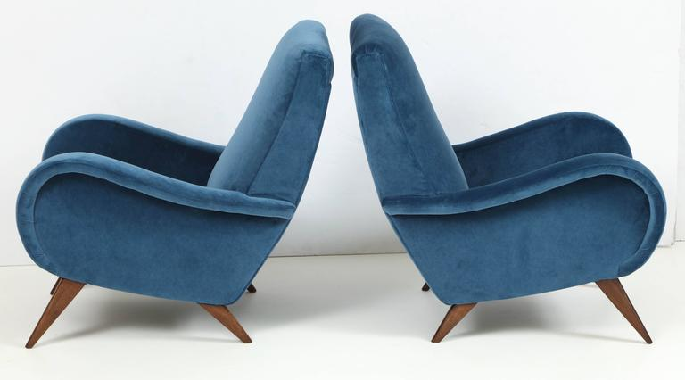 20th Century Pair of Mid-Century Italian Marco Zanuso style Armchairs in Blue Velvet For Sale