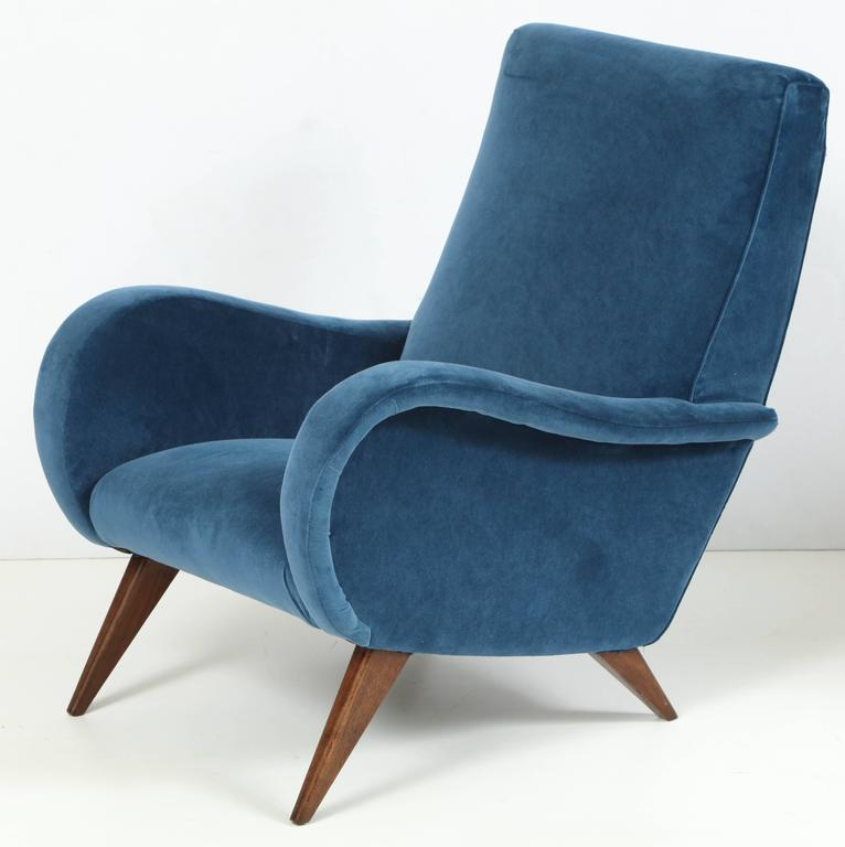 Pair of Mid-Century Italian Marco Zanuso style Armchairs in Blue Velvet For Sale 1
