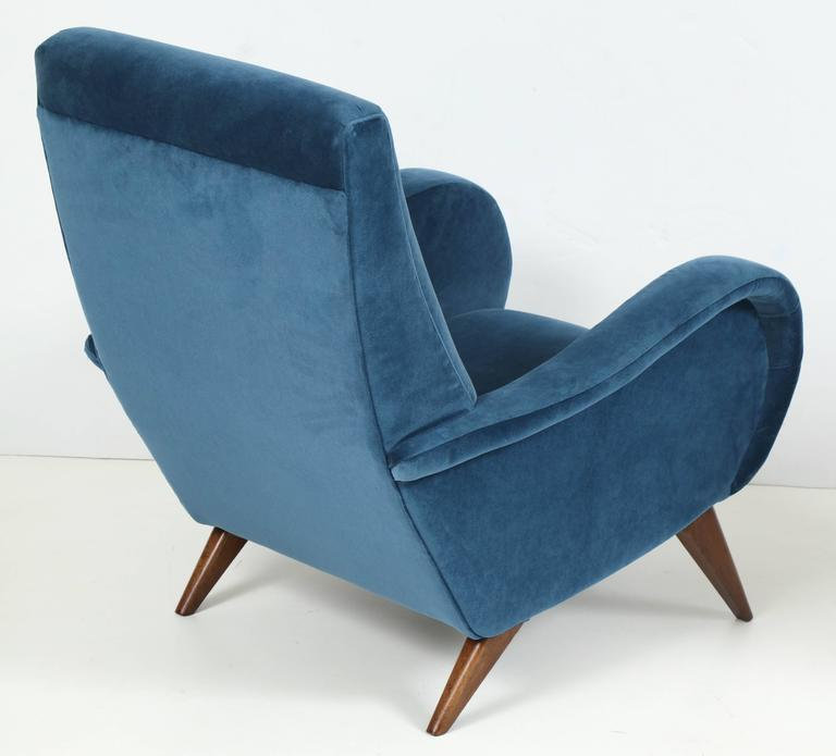 Pair of Mid-Century Italian Marco Zanuso style Armchairs in Blue Velvet For Sale 5