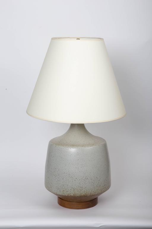 Mid-Century ceramic table lamp by David Cressey, circa 1970s. White ceramic table lamp with wooden base.