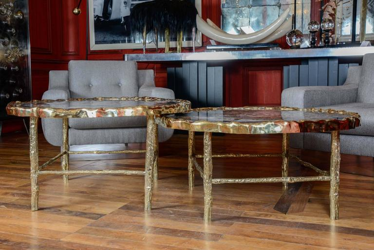 Pair of low tables in petrified wood, belt and legs in brass, collection Gallery Glustin.
