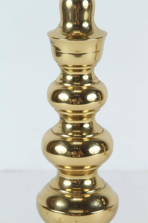 Pair of Polished Victorian Brass Candlesticks In Good Condition For Sale In North Hollywood, CA