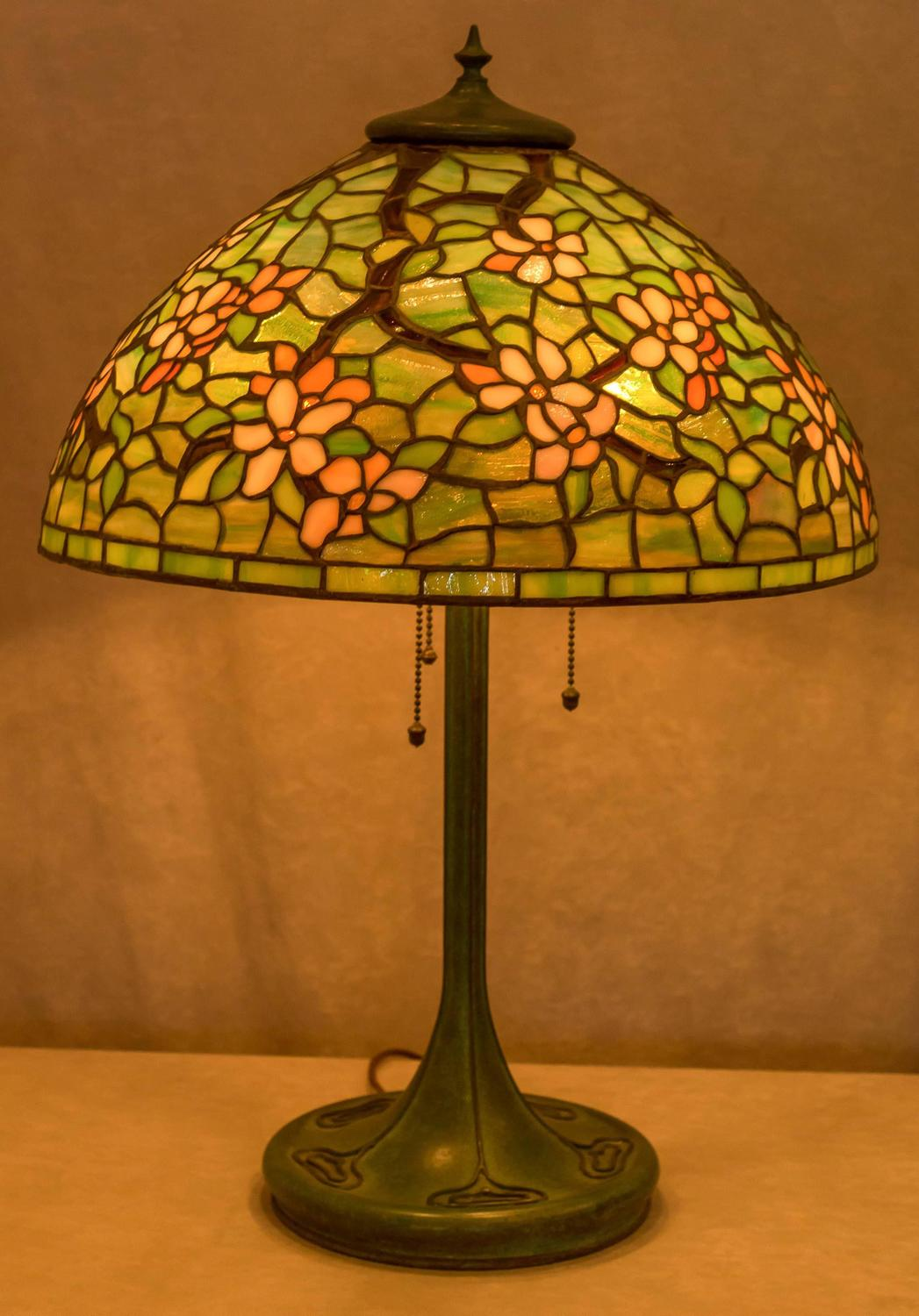 leaded glass table lamp by unique art glass co for sale at 1stdibs. Black Bedroom Furniture Sets. Home Design Ideas
