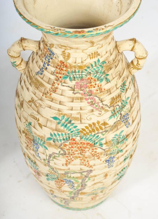 Pair of Antique Satsuma Vases In Good Condition For Sale In Brighton, Sussex