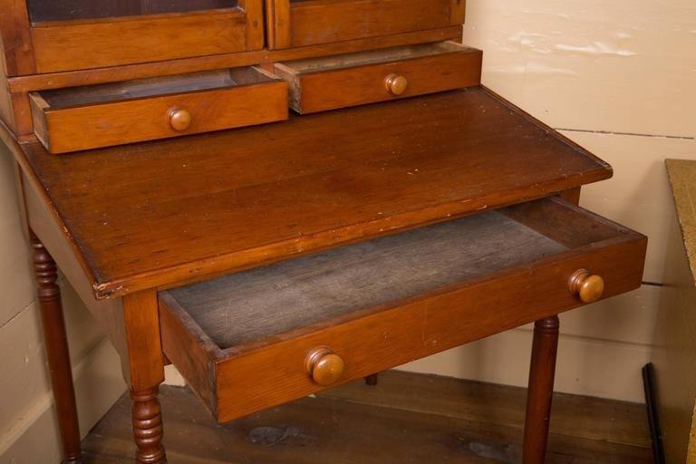 Early 19th Century Country Pine Secretary In Good Condition For Sale In Woodbury, CT