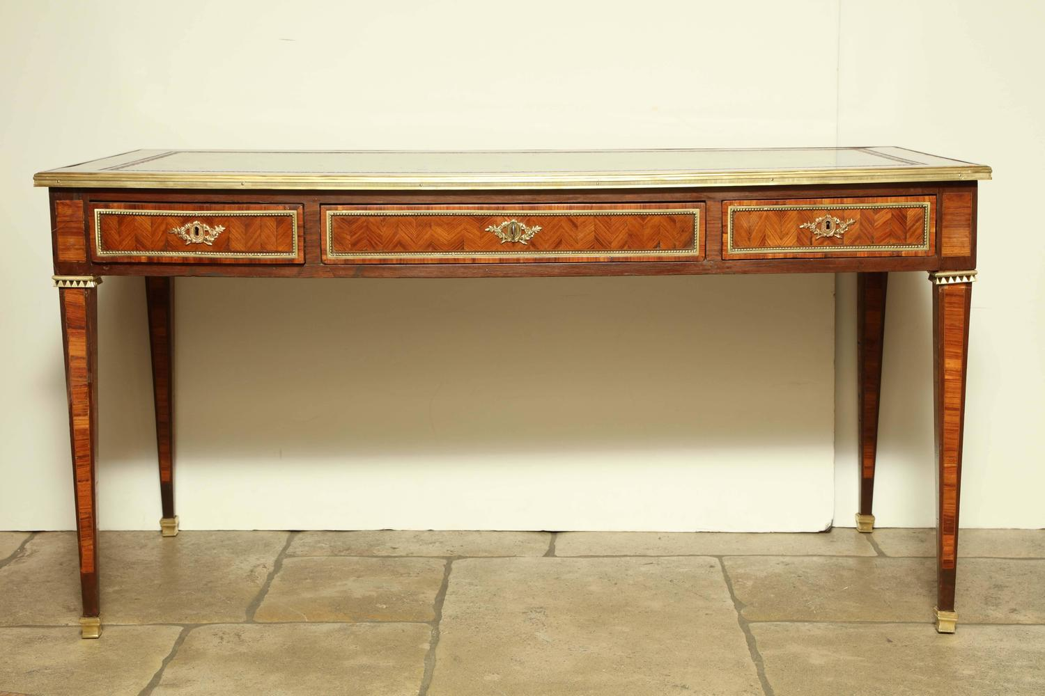fine louis xvi bureau plat for sale at 1stdibs. Black Bedroom Furniture Sets. Home Design Ideas