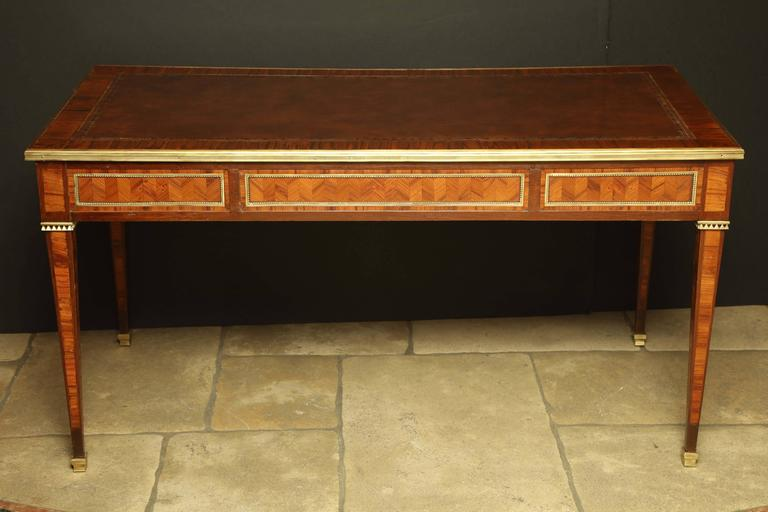 Fine louis xvi bureau plat at 1stdibs for Bureau louis xvi