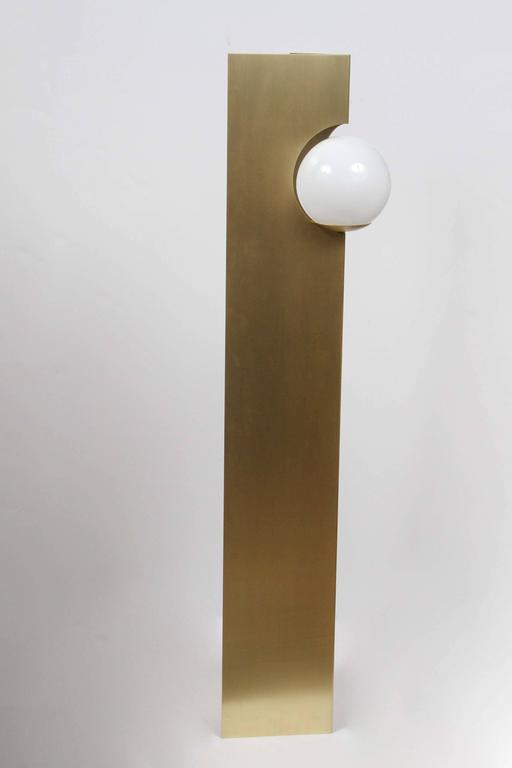 Paul Marra Brass Solitaire Floor Lamp In Excellent Condition For Sale In Los Angeles, CA
