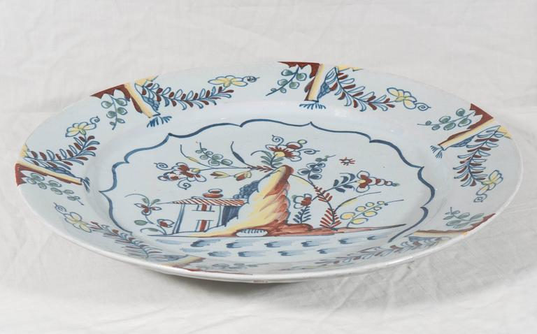 Antique Bristol Delft Charger Painted in Polychrome Colors circa 1760 In Excellent Condition For Sale In New York, NY