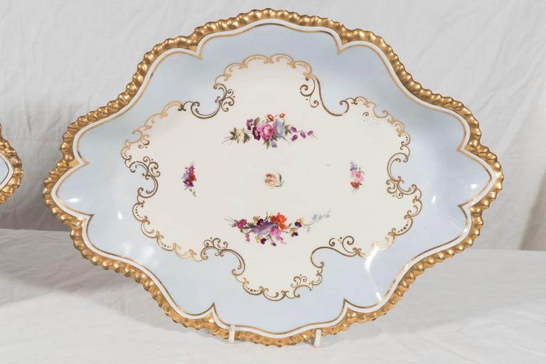 Pair Flight Barr & Barr Worcester oval-shaped dishes painted in baby blue with beautifully glided, gadrooned edges. England circa 1820 In the center are sprays of hand-painted pink and purple flowers on a white ground (for a close-up of the flowers