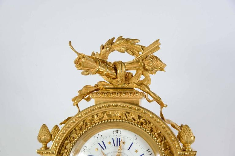 gorgeous gilt bronze mantel clock for sale at 1stdibs. Black Bedroom Furniture Sets. Home Design Ideas