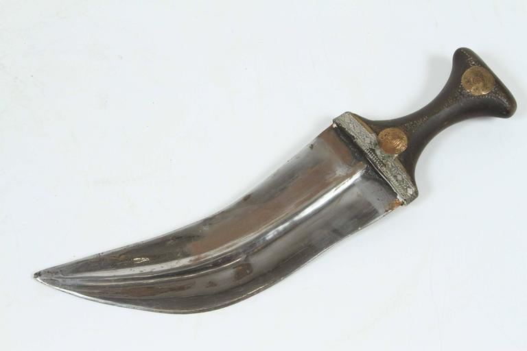 Middle Eastern Yemeni Jambiya Dagger with Belt In Good Condition For Sale In Los Angeles, CA