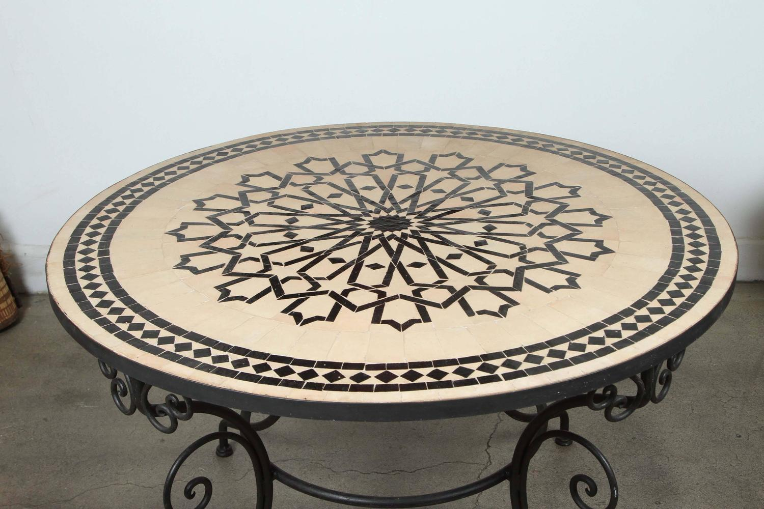 Moroccan Outdoor Round Mosaic Tile Dining Table On Iron