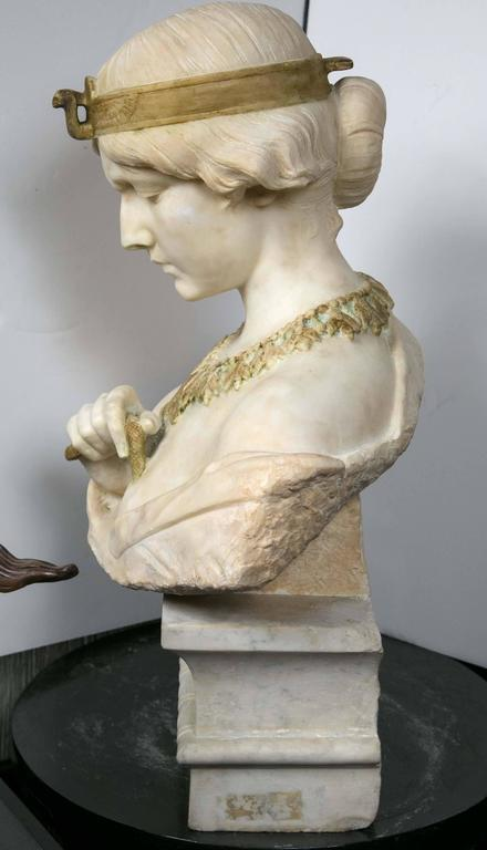 Marble Bust of Cleopatra In Excellent Condition For Sale In Woodbury, CT