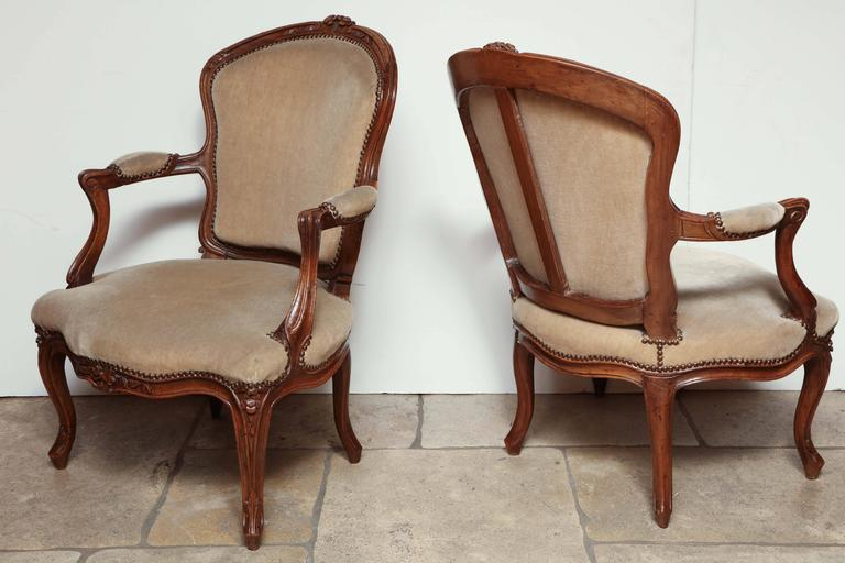 Fine pair of French Louis XV 18th century fauteuil.