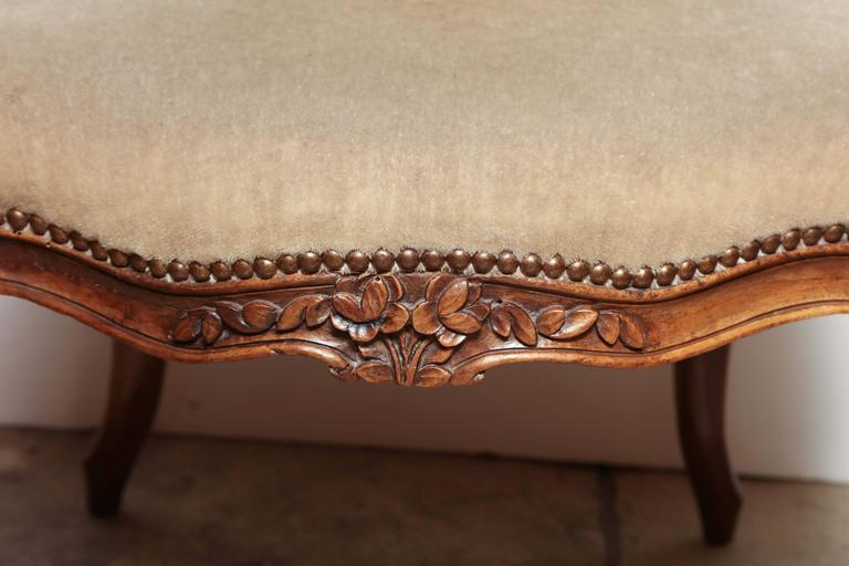 Pair of Carved Louis XV Fauteuil In Good Condition For Sale In New York, NY