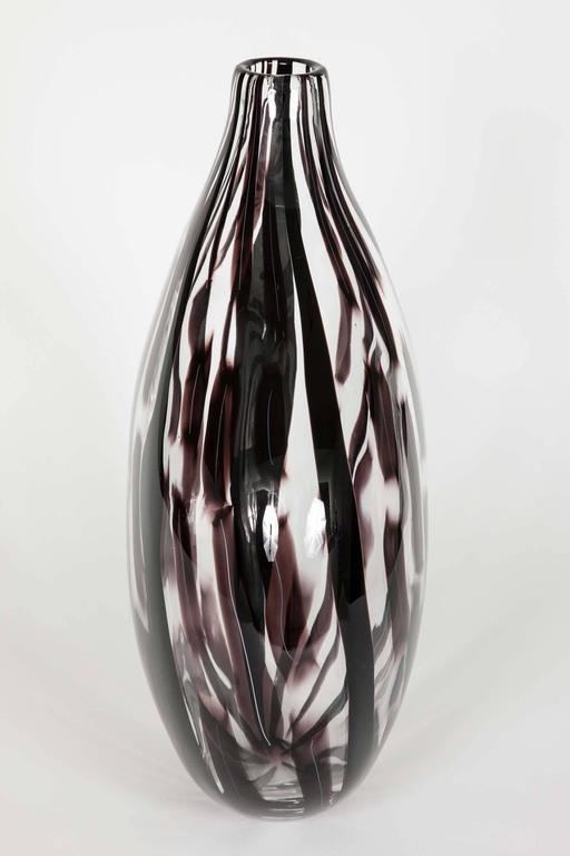 Ikate II, a clear & aubergine / black Glass blown Sculpture by Ann Wåhlström In New Condition For Sale In London, GB