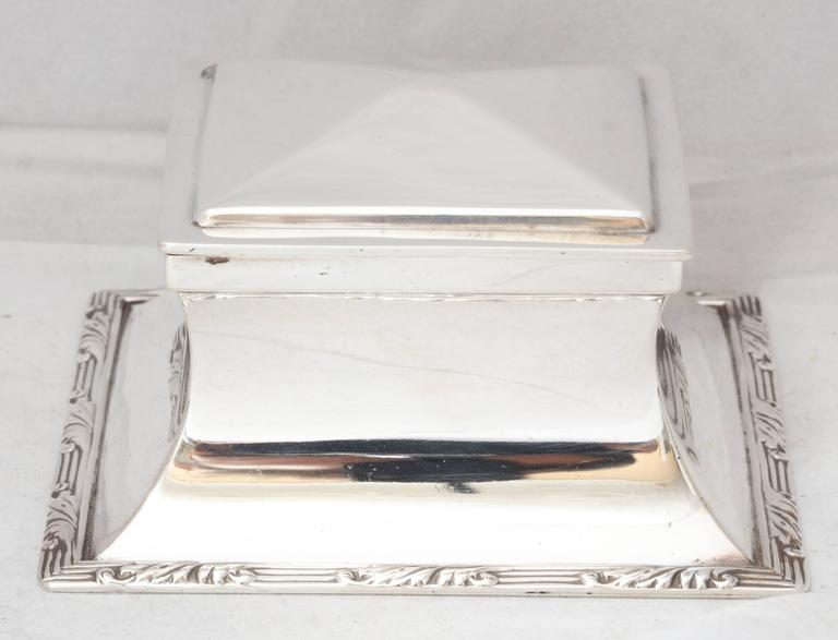 Edwardian, sterling silver inkwell with hinged lid, Birmingham, England, 1908, Heath & Middleton - makers. Retailed at Mappin & Webb. Has sterling silver liner. Measures: 4