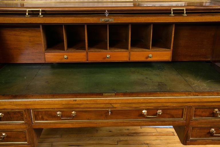 English Mid-19th Century Mahogany Bureau-à-Cylindre In Excellent Condition For Sale In Mt Kisco, NY