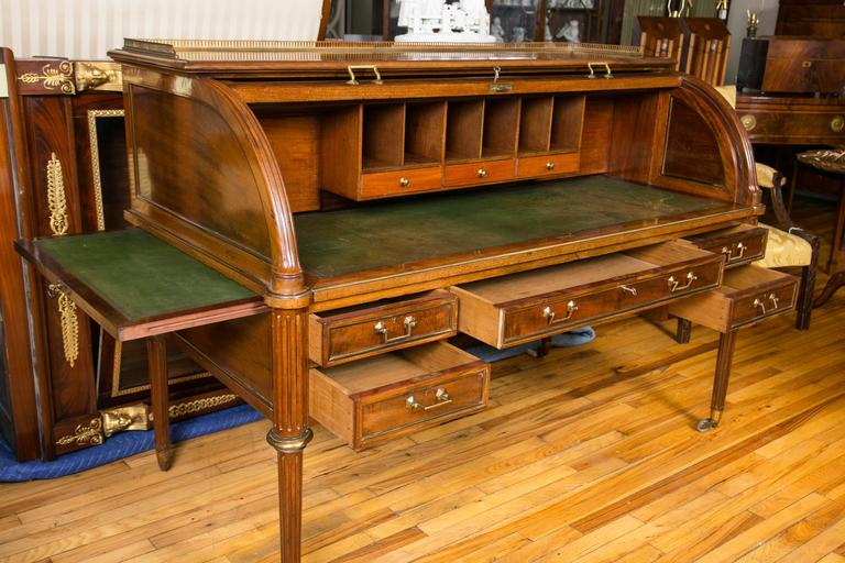Victorian English Mid-19th Century Mahogany Bureau-à-Cylindre For Sale