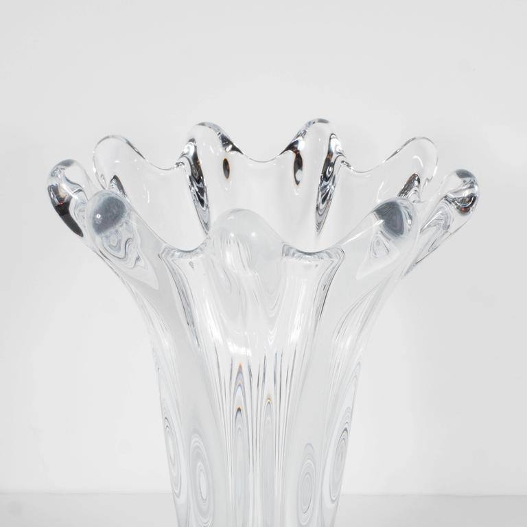 Mid-Century Modern Gorgeous Mid-Century Handblown Crystal Vase by Art Vannes in Floriform Design For Sale