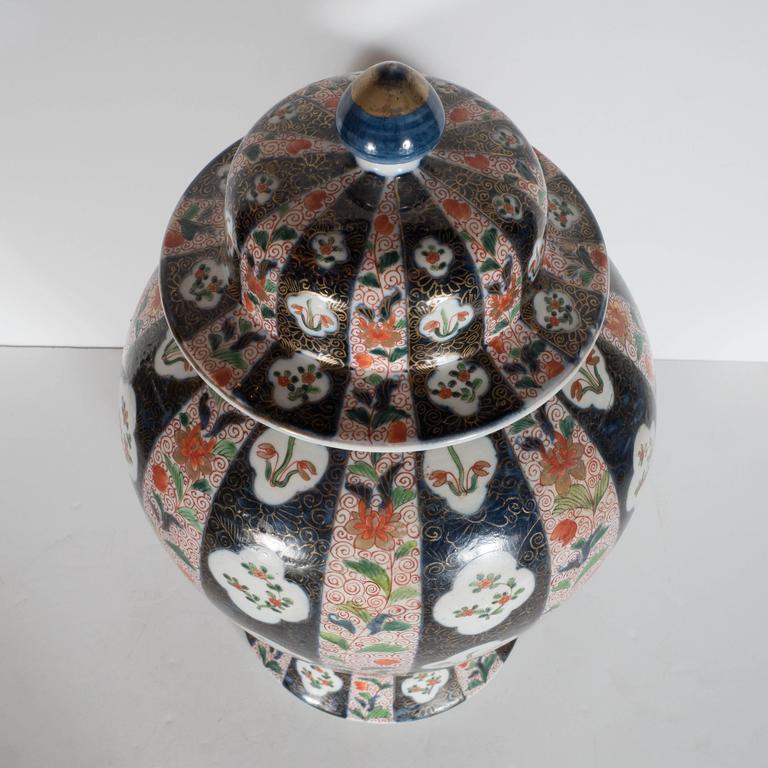 Large-Scale Antique Chinese Porcelain Famille Verte Lidded Vases / Urns For Sale 1