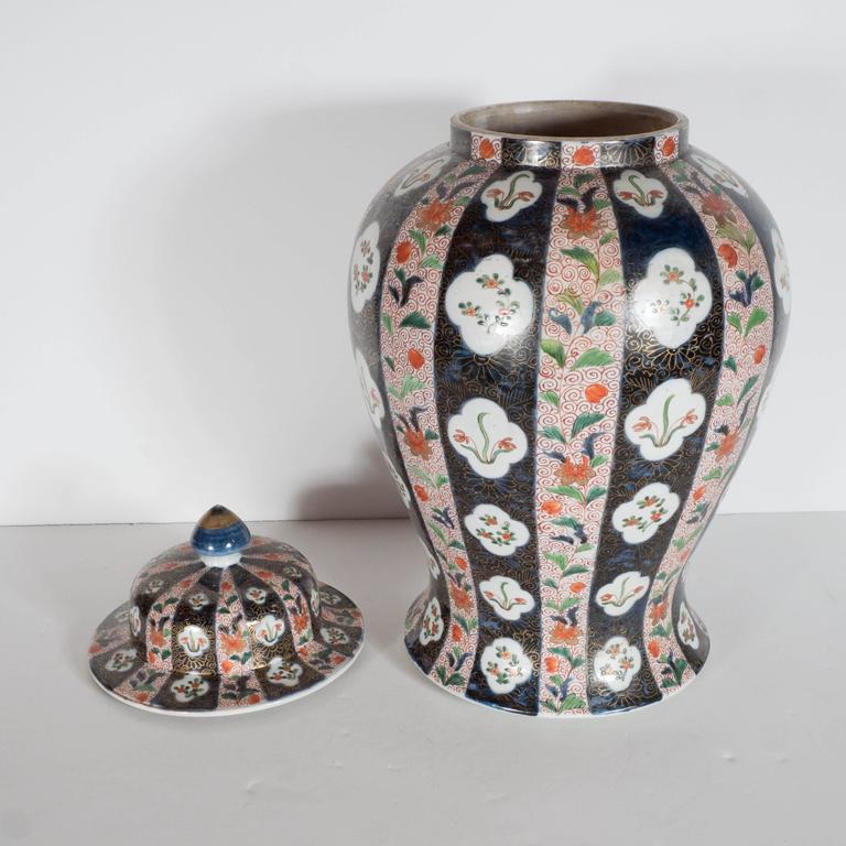 Large-Scale Antique Chinese Porcelain Famille Verte Lidded Vases / Urns For Sale 2