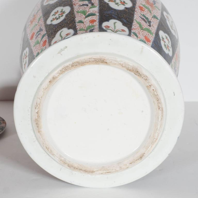 Large-Scale Antique Chinese Porcelain Famille Verte Lidded Vases / Urns For Sale 3