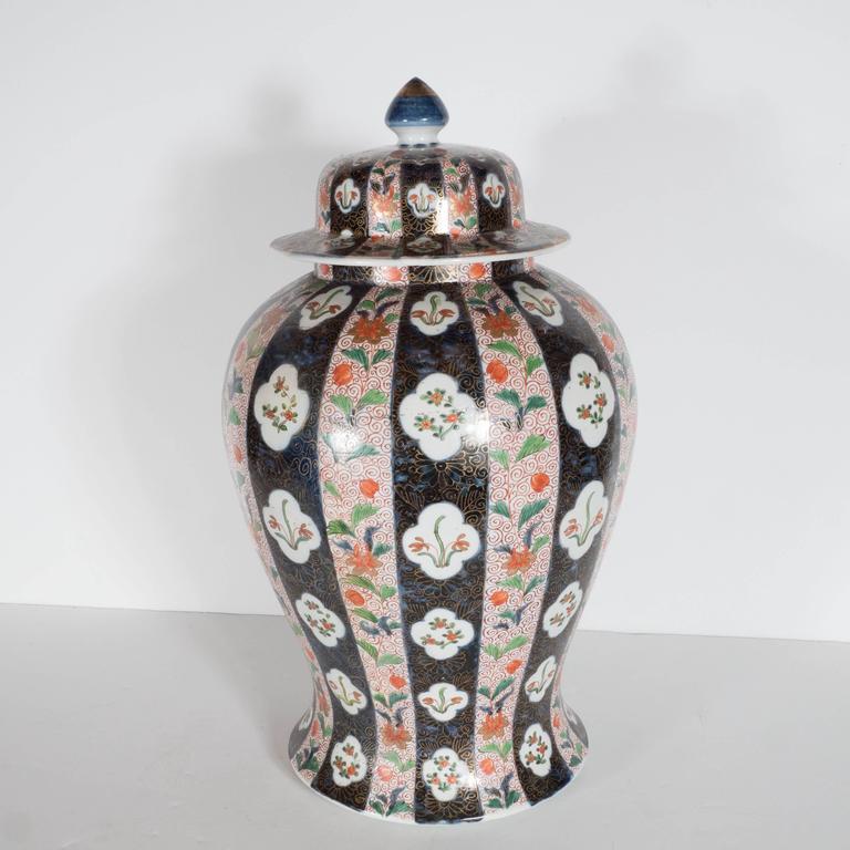 Large-Scale Antique Chinese Porcelain Famille Verte Lidded Vases / Urns For Sale 4