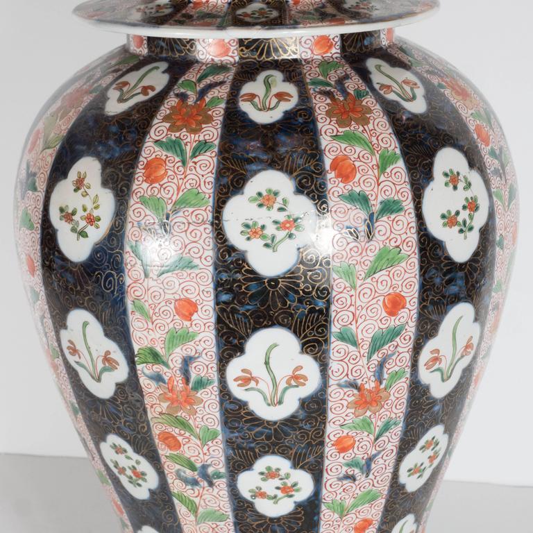Large-Scale Antique Chinese Porcelain Famille Verte Lidded Vases / Urns For Sale 5