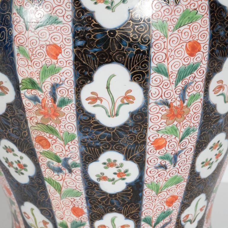 Large-Scale Antique Chinese Porcelain Famille Verte Lidded Vases / Urns For Sale 6