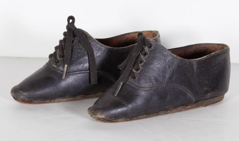 Tiny 19th Century Chinese Women's Leather Shoes For Sale 1
